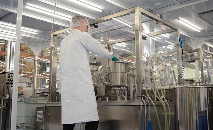 Cleanroom to protect manufacturing processes