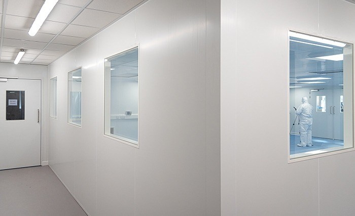Flush panel cleanroom system